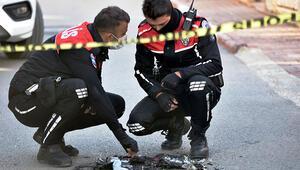 Antalyada sokakta yunus polisi üniforması ve teçhizatı yakan şüpheli aranıyor
