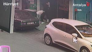 Antalyada kaçan hırsıza uçan tekme kamerada