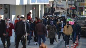Aksarayda vaka artışına rağmen caddelerde yoğunluk