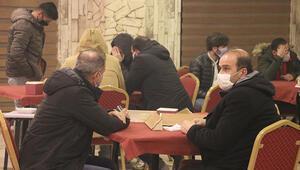 Kovid-19 kurallarını ihlal ederek kafede okey oynayanlara 58 bin 500 lira ceza