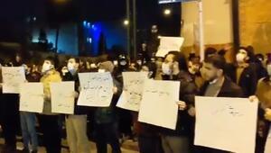 Tahranda öğrenciler İranlı nükleer fizikçiye suikastın ardından gösteri düzenledi