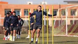Kayserisporda 2 futbolcunun Kovid-19 testi pozitif çıktı