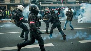 Fransada şiddet krizi kızıştı Halk Macronun istifasını istiyor
