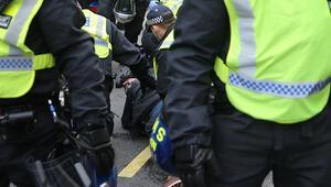 İngilterede ortalık karıştı Çok sayıda kişi gözaltına alındı