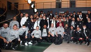Beşiktaş Kulübü Başkanı Çebiden futbolculara kutlama