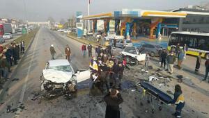 Bursada otomobiller kafa kafaya çarpıştı: 1 ölü, 4 yaralı