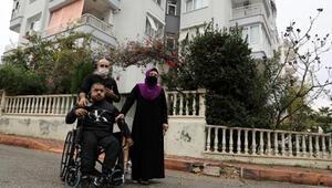 Engelli çocukları apartmandan çıkarmak istediler