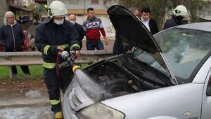 Seyir halindeki otomobilde yangın