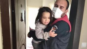 Evde yalnız bırakılan 2 çocuğu, itfaiye kurtardı