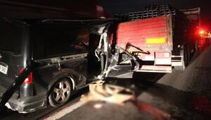 Boluda TIRa çarpan minibüsteki 2 kişi öldü, 3 kişi de yaralandı