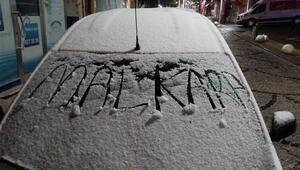 İstanbulun yanı başı... Kar yağışı başladı