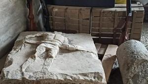 Çanakkalede 2 bin yıllık gladyatör rölyefi ve sütun tamburu ele geçirildi