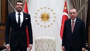 Cumhurbaşkanı Erdoğan rekortmen yüzücü Emre Sakçıyı kabul etti