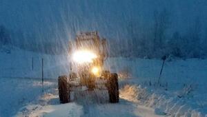 Yoğun kar yağışı 58 köy yolu kapandı