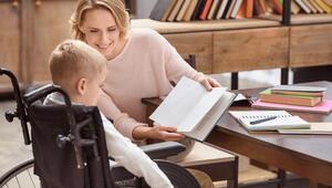 Anne ve babanın tutumu engelli çocuğu hayata bağlıyor
