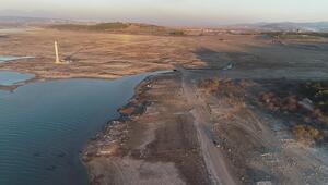 Baraj suları altında kalan köy, kuraklık sonrası ortaya çıktı