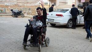Sosyal medyadan örgütlenerek engellilere yardım ettiler
