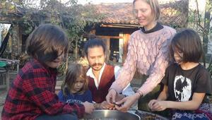 Amerikadan gelen çift, Kaz Dağları eteklerinde köy yaşamı sürüyor