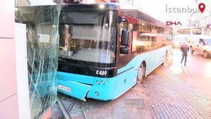 Ümraniyede özel halk otobüsünün iş yerine girdiği kaza kamerada