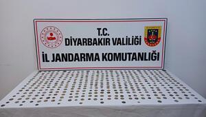 Diyarbakırda 416 gümüş sikke ele geçirildi 4 şüpheli suçüstü yakalandı...