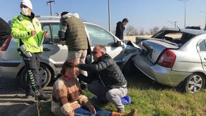 Kazada yaralılara, yoldan geçen sağlıkçı müdahale etti