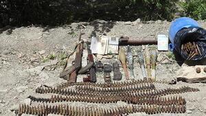 Hakkaride sığınaklarda silah ve mühimmat ele geçirildi