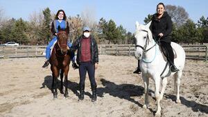 Sağlıkçılara atlı terapi