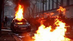 Son dakika... Pariste tansiyon düşmüyor Önlerine geleni yakıp yıktılar...