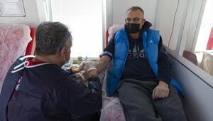 Gönüllülerden kan bağışı