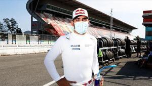 Milli otomobil yarışçısı Ayhancan Güvenden Bahreyn'de çifte zafer