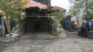 Lastikler arasında 500 yıllık tarihi şapel