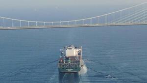 Dev konteyner gemisi İstanbul Boğazından geçti