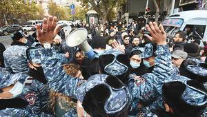 Ermenistan Paşinyan'a karşı ayaklandı