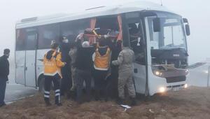 Konyada askeri servis aracı, TIRla çarpıştı: 10 yaralı