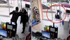 Kâbusu yaşadı Eczanedeki çalışanı, yaşlı adamı kaldırıma böyle fırlattı