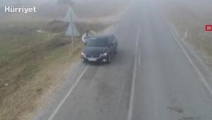 Ehliyetsiz sürücünün aracı başkasına verdiği  an dronla görüntülendi