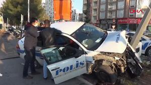 Adıyamanda otomobil ile ekip aracı çarpıştı: 2 polis yaralı