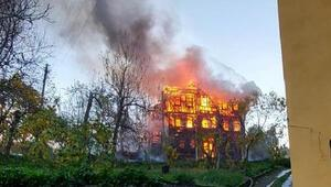 İneboluda 2 katlı ev, alev alev yandı