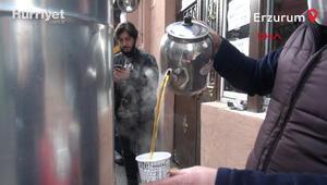 Kahveler kapatılınca semaverler sokağa  kuruldu