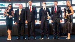 DOSABSİAD Başkanı Çevikel, Yılın En Başarılı STK Kadın Başkanı Ödülünü aldı
