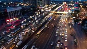 Son dakika haber: İstanbulda hafta sonu kısıtlamasına saatler kala trafik yoğunluğu
