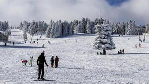 Uludağdaki kar yağışı turizmcileri sevindirdi