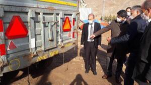Zarada traktör sürücülerine reflektör dağıtımı yapıldı