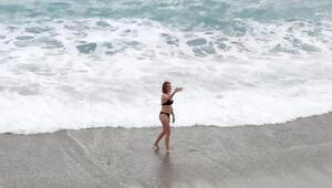 Antalya sahilinde şaşırtan görüntü...