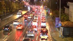 Kısıtlamanın ardından ilk iş gününde trafik yoğunluğu