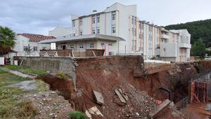 Ek bina için açılan çukurda heyelan oldu, Kumluca Devlet Hastanesi Acil Servisi boşaltıldı