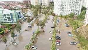 Sel kâbusu Aşırı yağışlar Antalya ve İzmir'i vurdu