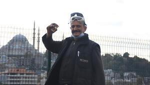 Karaköyde kaynakçılık yapan Karadenizli Erol Usta, gönüllülük faaliyetleriyle kalpleri fethediyor