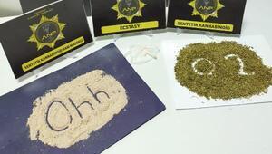 Otomobilde uyuşturucuya gözaltı