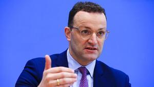 Almanya Sağlık Bakanı Spahn, Kovid-19 aşısına Noelden önce onay beklediklerini söyledi